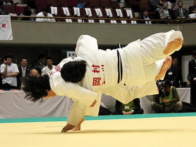 山本沙羅 vs 岡村智美