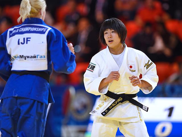 女子個人48kg級準々決勝 浅見 八瑠奈選手 vs M.CHERNIAK選手�A
