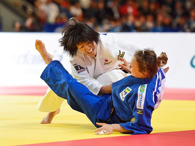 女子個人48kg級準決勝 浅見 八瑠奈選手 vs N.BRIGIDA選手�A