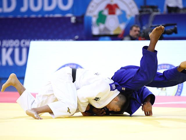2018年バクー世界柔道選手権大会 男子81kg級 3回戦 藤原崇太郎 vs A.DJALO�A