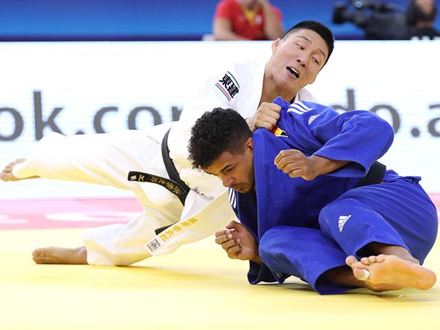 2018年バクー世界柔道選手権大会 男子81kg級 4回戦 藤原崇太郎 vs S.CHOUCHI�B