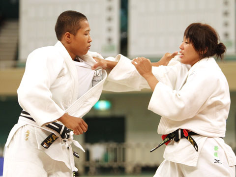 女子70kg級決勝 ヌンイラ華蓮−高橋ルイ�@