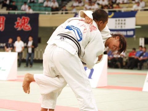 女子70kg級決勝 ヌンイラ華蓮−高橋ルイ�A