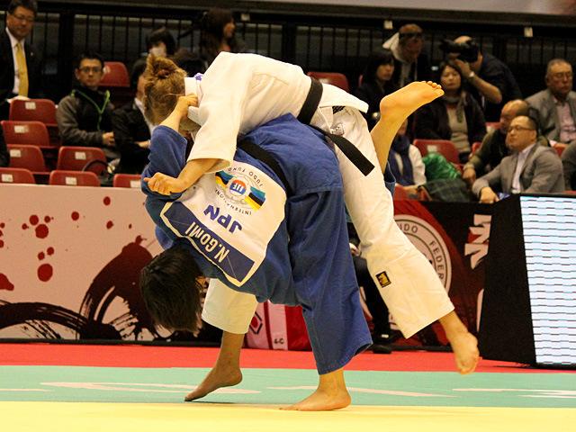 女子52kg級一回戦 五味奈津実vsK.PIENKOWSA
