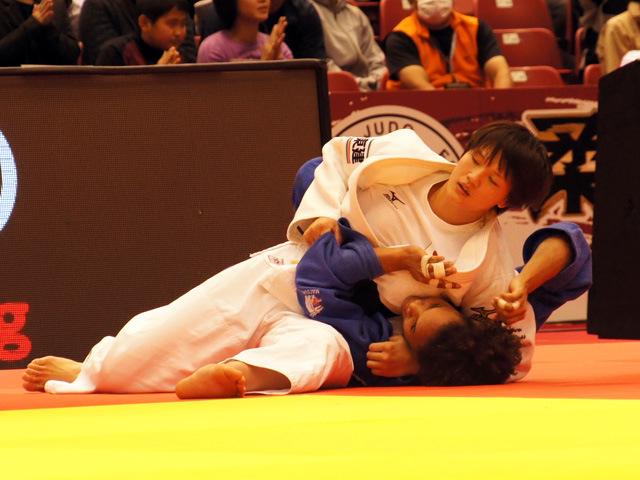 70kg級 新井千鶴 vs M.PEREZ