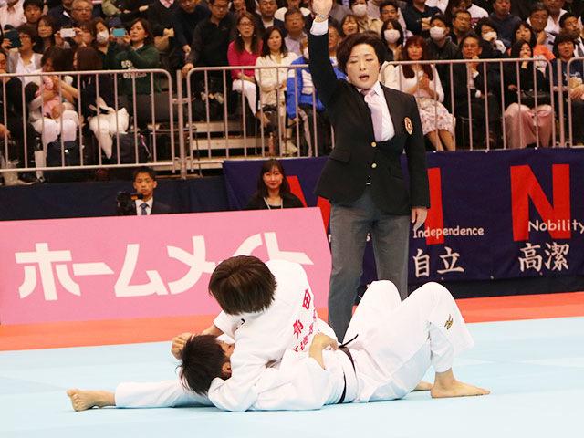 女子52kg級1回戦 角田夏実vs坪根菜々子