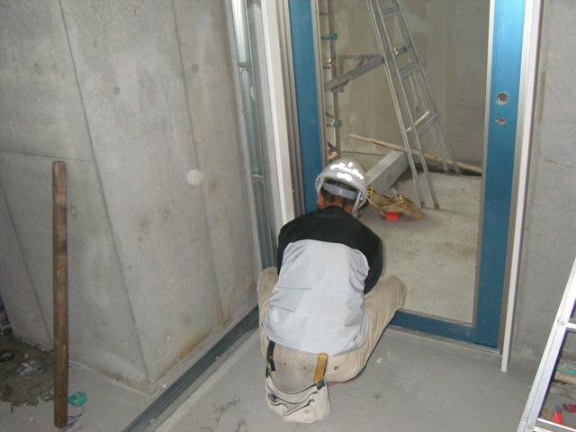 内装工事が始まっています!
